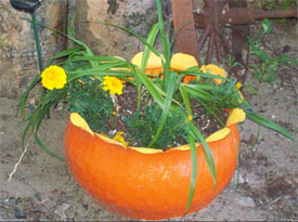 Pumpkin planters recycled tires for fall flower pots for Car tire flower planter