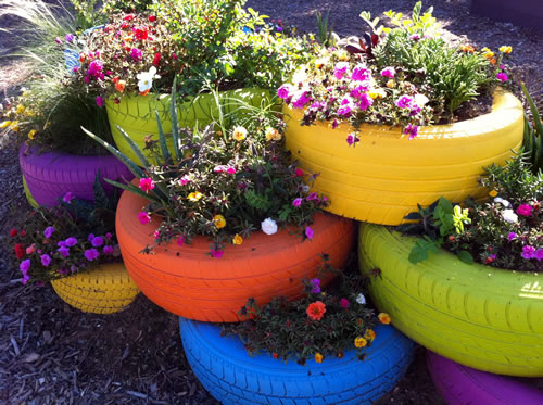 Scrap tire pots are growing in popularity paul 39 s for Car tire flower planter